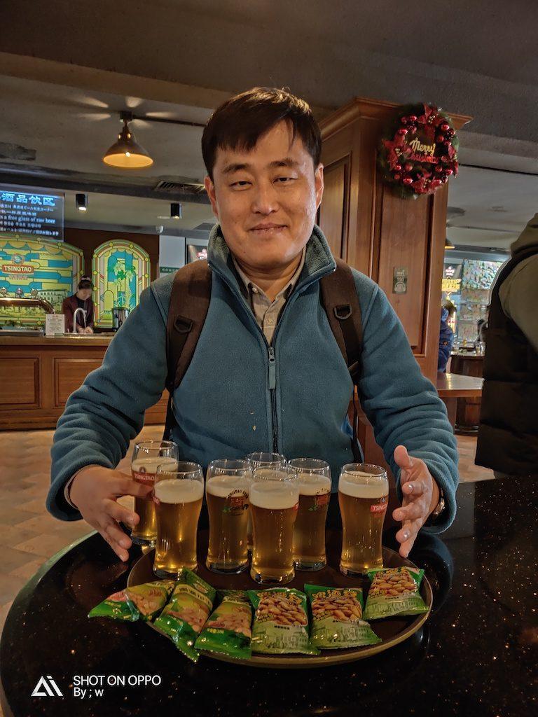 dennis dan bir tsingtao. shandong juga terkenal dengan sejarah birnya yang sudah berusia lebih dari 100 tahun.