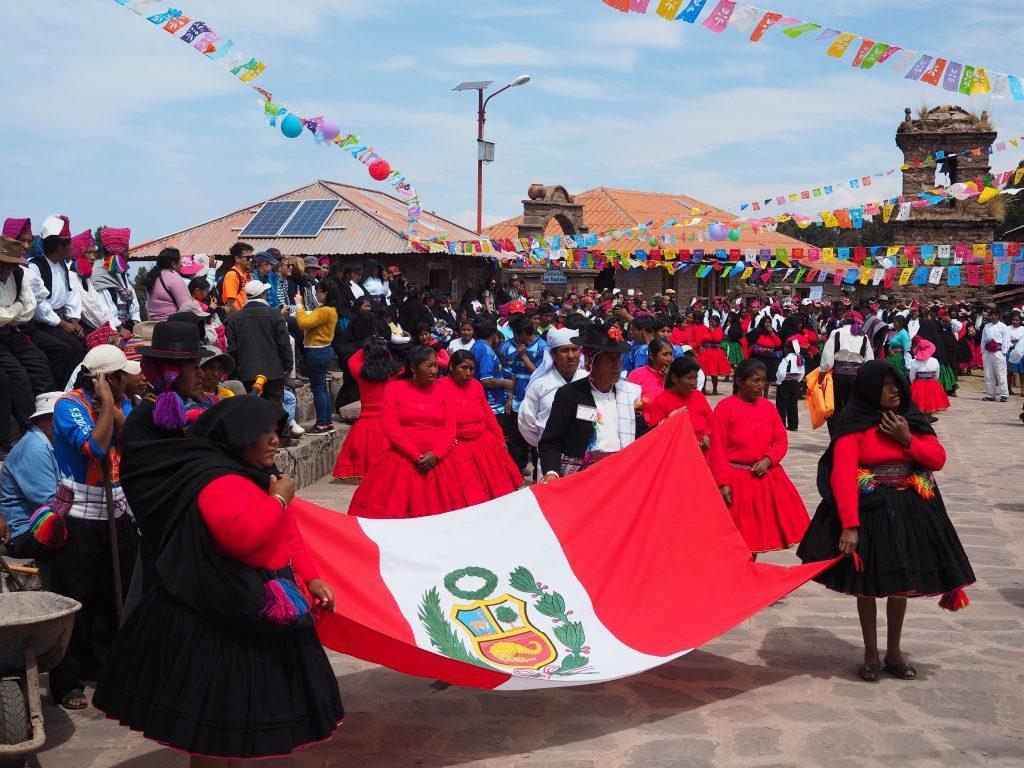 Festival desa untuk memperingati ulang tahun Pulau Taquile.